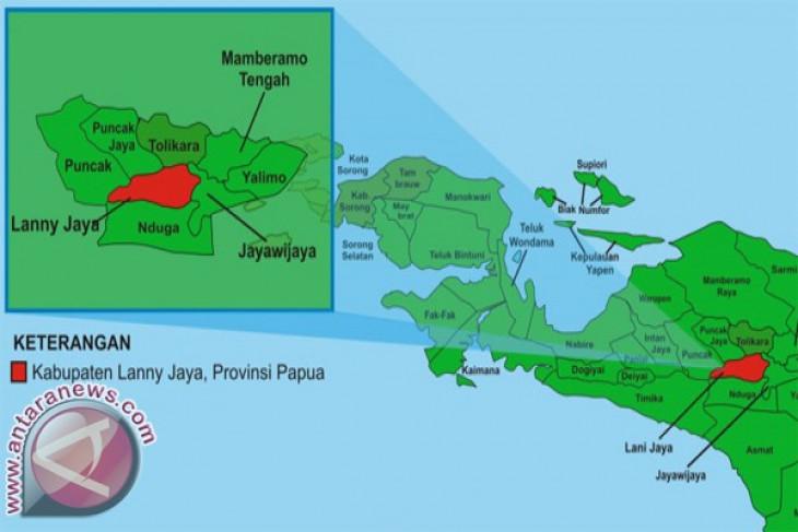 Polisi berlarian saat KKB berondong Mapolres Lanny Jaya