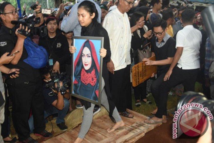 Pemakaman Julia Perez