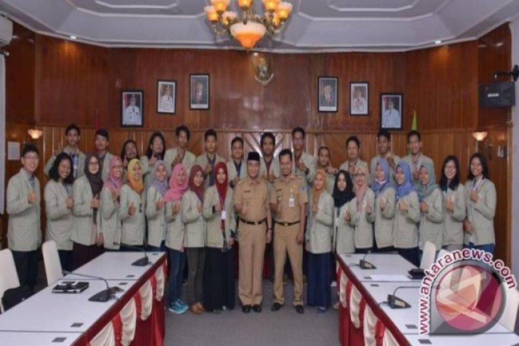 Silaturrahmi Bupati HSS dengan Mahasiswa KKN UGM