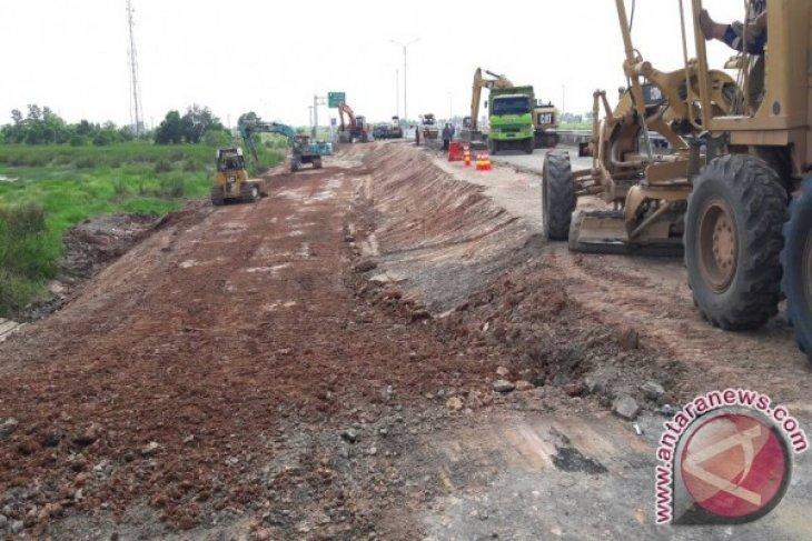 Penanganan jalan tol Palembang-Indralaya tengah dilakukan