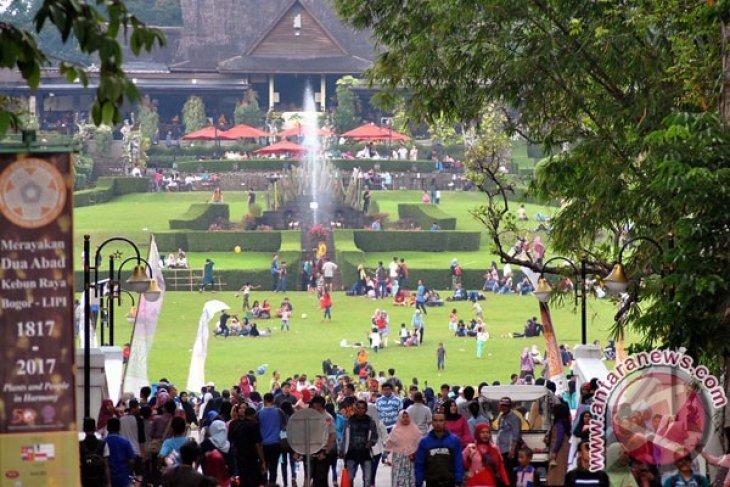 Kebun Raya Bogor dikunjungi lebih 28.000 orang Minggu, tertinggi lima tahun