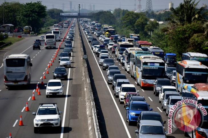 Bahu darurat tol Jakarta-Cikampek akan dimanfaatkan untuk jalur angkutan umum