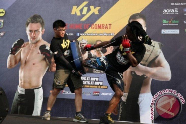 Petinju Floyd Mayweater akan bertarung di campuran seni bela diri
