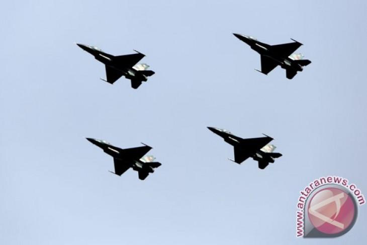 Formasi terbang lintas bersejarah RISing 50 TNI AU dan Singapura