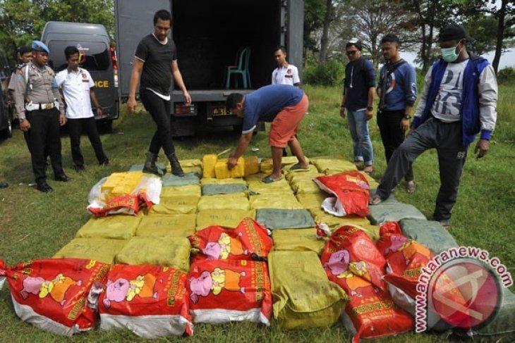 TNI AL amankan satu ton sabu-sabu dari kapal asing