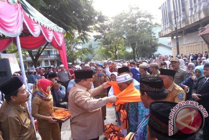 Calhaj Sibolga Diberangkatkan Lebih Awal ke Medan