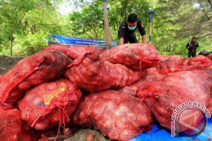 Bea Cukai Lhokseumawe musnahkan bawang merah ilegal