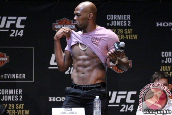 UFC Copot Gelar Jones Karena Doping