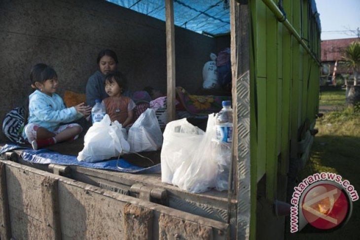 Pemerintah Kabupaten Karangasem upayakan beli ternak pengungsi Gunung Agung
