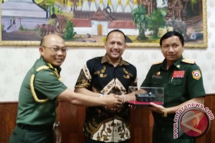 Laos tertarik beli lagi senjata Pindad