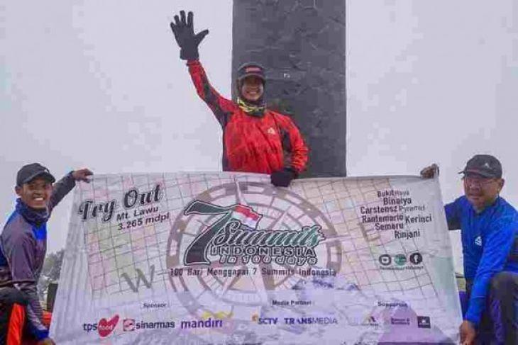 Tiga pendaki bertekad taklukkan 7 gunung Indonesia dalam 100 hari