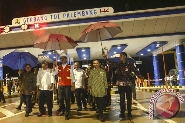 Presiden Jokowi resmikan tol pertama di Sumatera Selatan