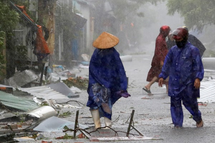 37 tewas, ribuan mengungsi akibat banjir-longsor di Vietnam