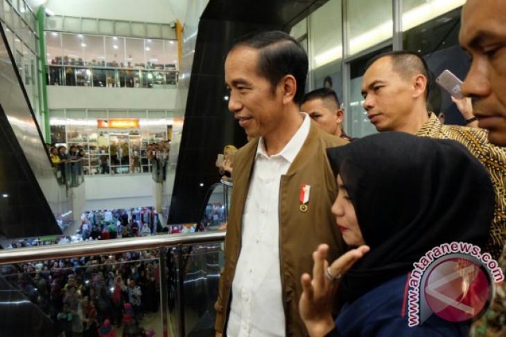 Presiden Jokowi kunjungi pusat perbelanjaan di Palembang