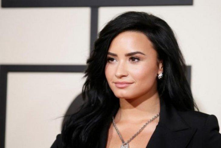 Demi Lavato pilih melajang
