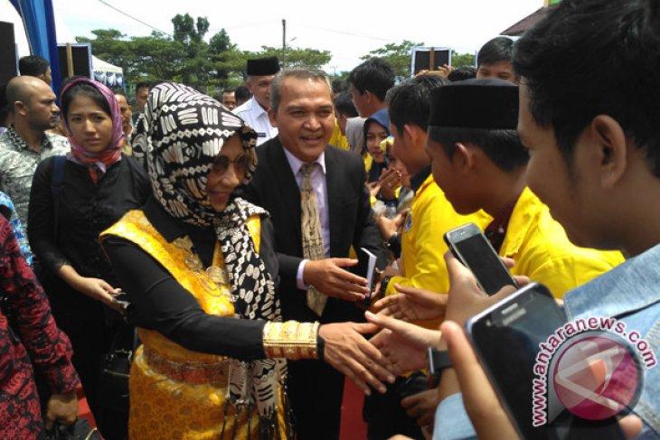 Menteri Susi berhijab ke Aceh Barat