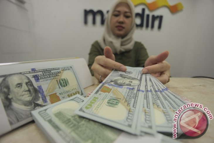 Dolar AS melemah di tengah ketegangan geopolitik