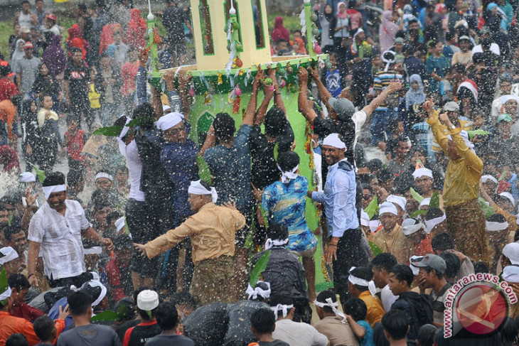 Tradisi Mandi Safar