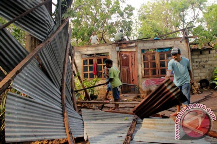 Puting beliung terjang desa di Kotabaru, 10 rumah rusak