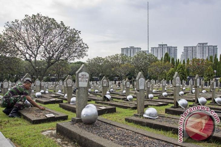 President leads memorial service at Kalibata Heroes Cemetery