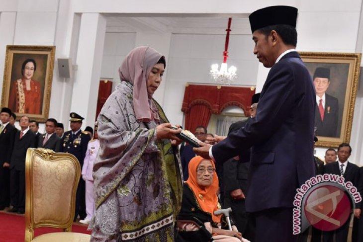 Empat tokoh dianugerahi gelar Pahlawan Nasional 2017