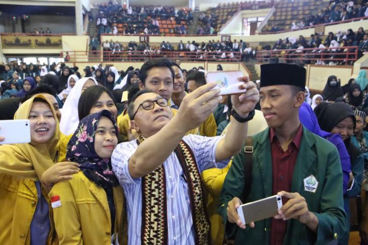 Ketua MPR : mahasiswa jangan diam kalau lapangan kerja dikuasai asing