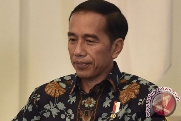 Presiden Jokowi terima panitia Hari Asuransi 2017