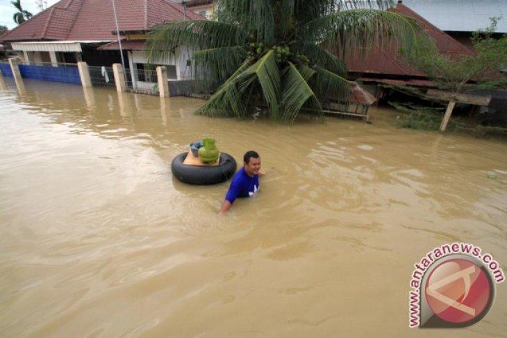 Tanggul Sungai Cikaranggelam Cikampek jebol