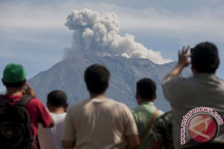 Gunung Agung meletus lagi, tapi tak membahayakan