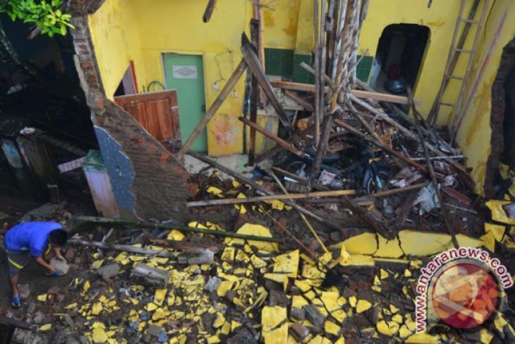 1 killed as quake of magnitude 6.5 strikes Indonesia; tsunami warning issued