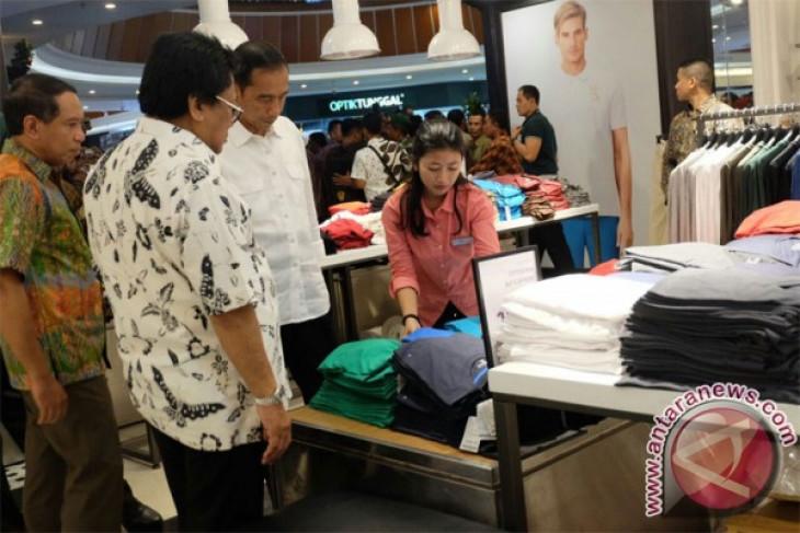 "Presiden belanja sepatu-baju di ""Mall"" Pontianak"