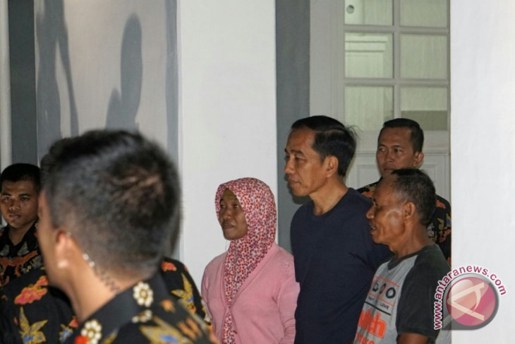 Malam pergantian tahun, Presiden undang sejumlah warga masuk Gedung Agung