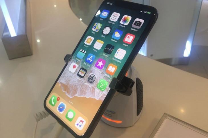 Apple minta maaf sesudah dikecam karena iPhone melambat