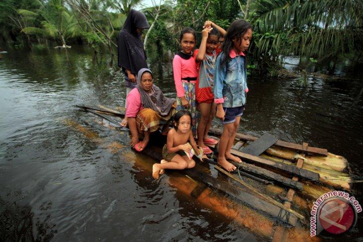 Warga Lhoksukon Terisolir Banjir