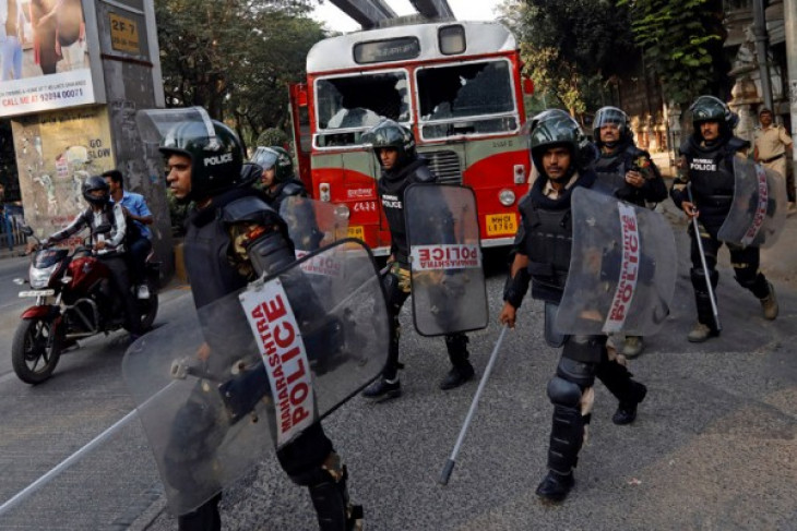 Aksi unjuk rasa pekerja kasta rendah India kacaukan Mumbai