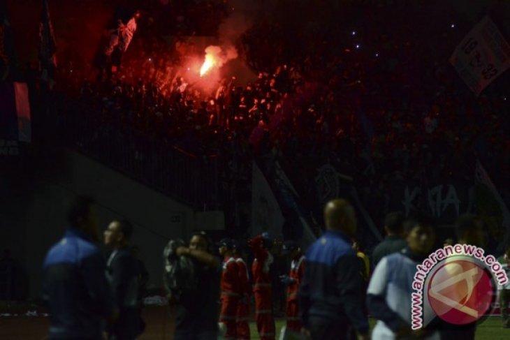 PSMS tumbangkan Persib Bandung 2-0