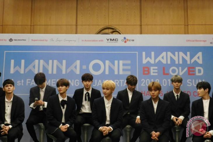Wanna One terkesan dapat sambutan hangat penggemar di Indonesia