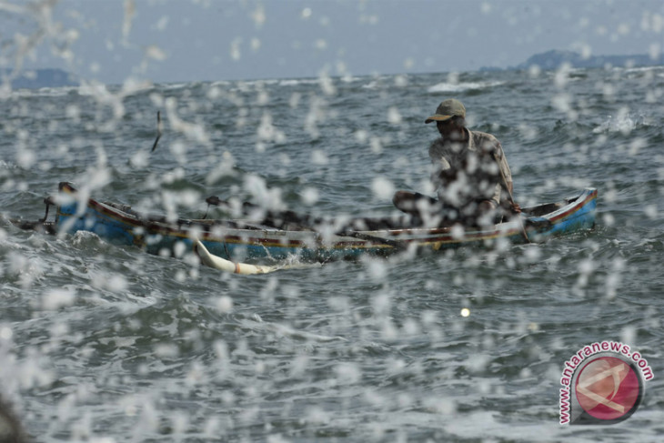 Nelayan Sangihe diminta waspada gelombang tinggi