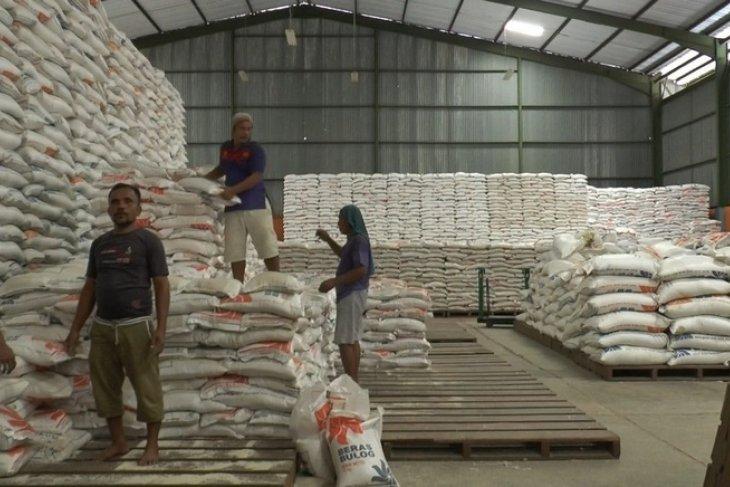 Bulog Putussibau salurkan 384,9 ton Bansos Rastra