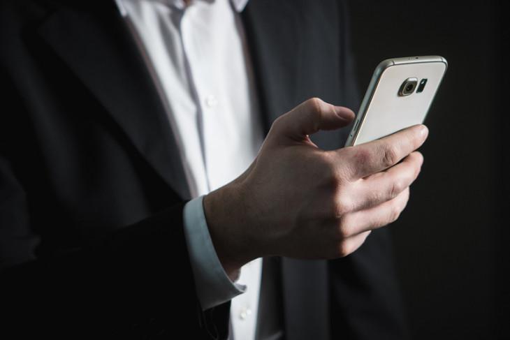 10 cara agar baterai ponsel tahan lebih lama