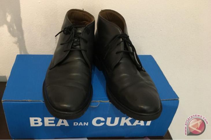 Sepatu Dirjen Bea Cukai ini dilelang mulai dari Rp1.000