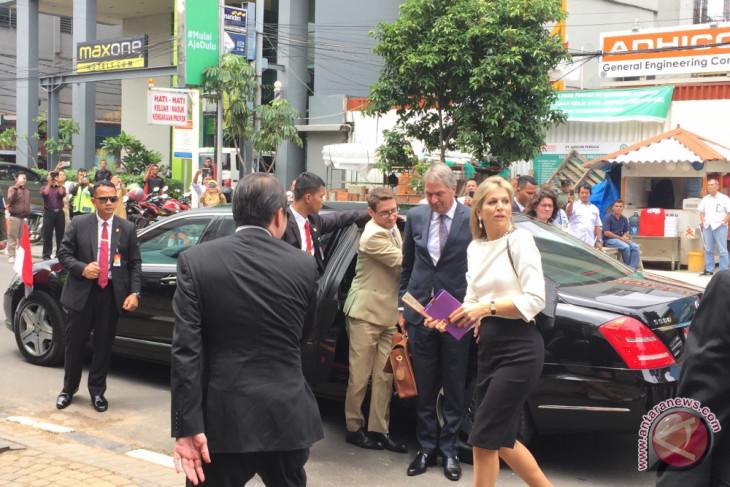 Ratu Belanda kunjungi warung Bakwan Malang