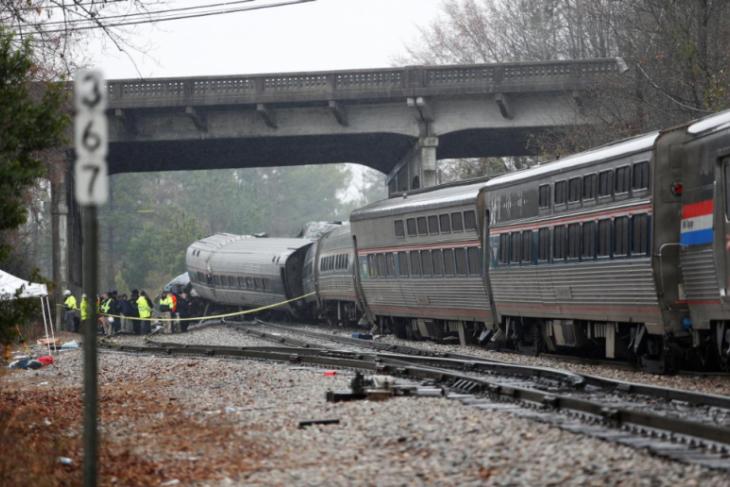 Kereta tabrak ke kereta di AS, dua orang tewas