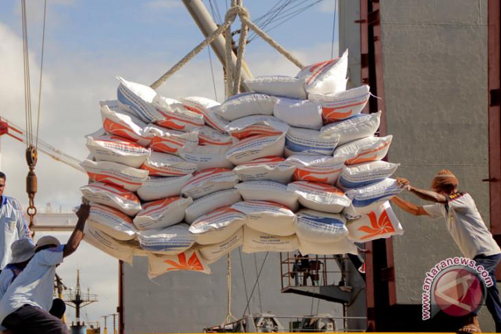 Foto Kemarin: Beras Impor Dari Vietnam