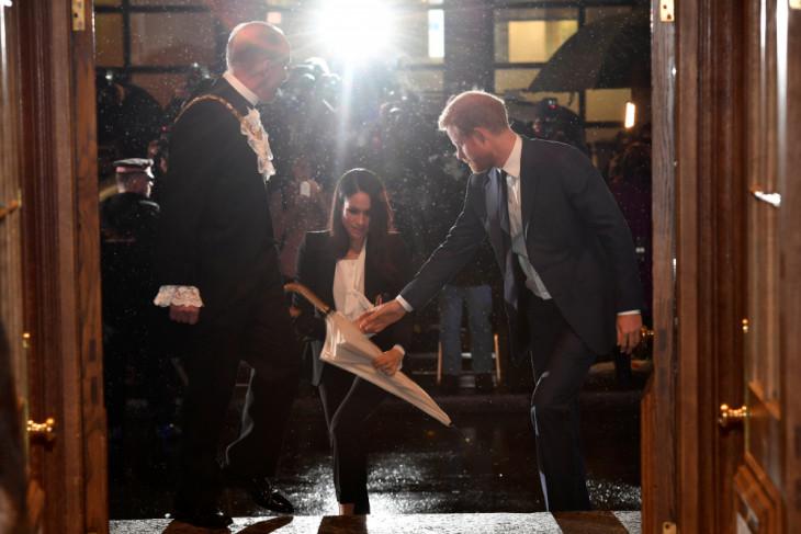Tak diundang, keluarga besar Meghan Markle sudah tiba di London