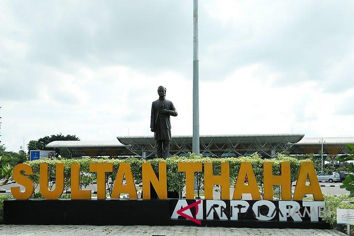 Aktivitas penerbangan di Bandara Jambi terganggu akibat jarak pandang rendah