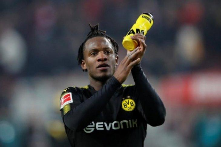 Pemain Dortmund Batshuayi menepi hingga akhir musim
