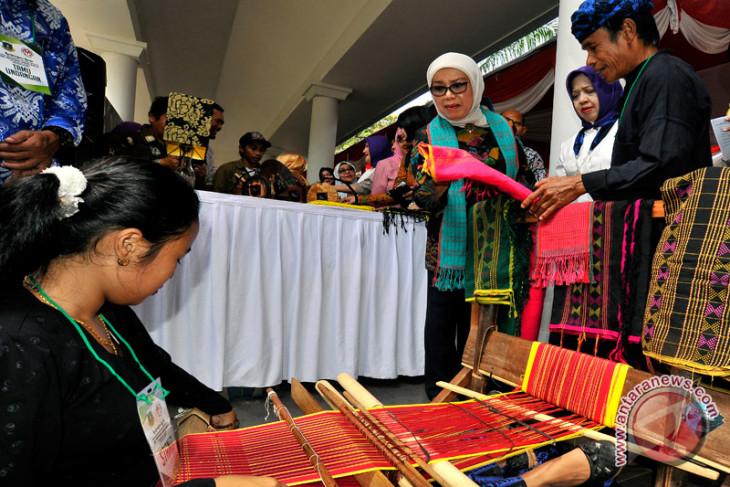 Mufidah Kalla kunjungi kampung Baduy Luar