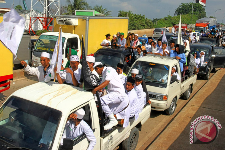 Massa Penjemput Habib Rizieq