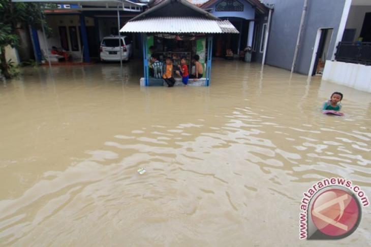 Empat sekolah di Cirebon libur akibat banjir